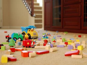 Những mối nguy hại tiềm ẩn trong đồ chơi cũ của bé